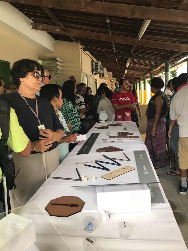 Foto  Exposição dos produtos e serviços durante o evento feedb42955